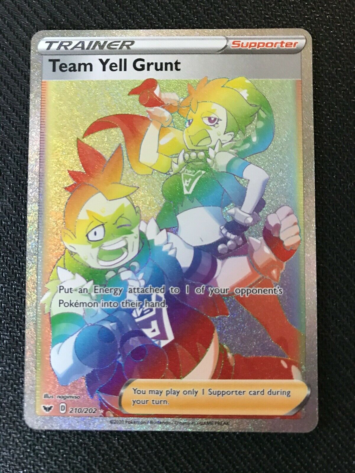 Pokemon Card  TEAM YELL GRUNT  Secret Rare RAINBOW 210//202 SWORD /& SHIELD *MINT*